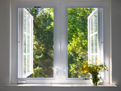 ablakcserebontasnelkul-min